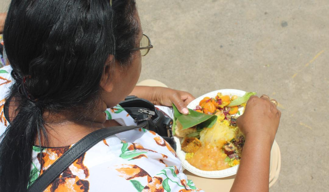 Banquetaço em Brasília serve mil pessoas com comida de verdade
